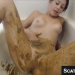 Super Sexy Teen With Nice Tits Shits And Smears It All Over Her Body On Live Scat Cam